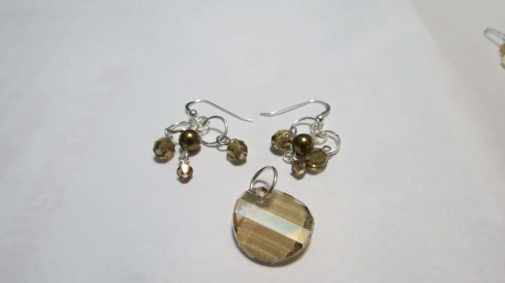 A set of a pendant and earrings.
